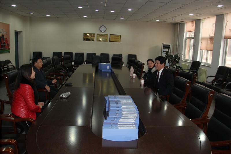 2校领导与赵炳山检察长座谈(一).JPG