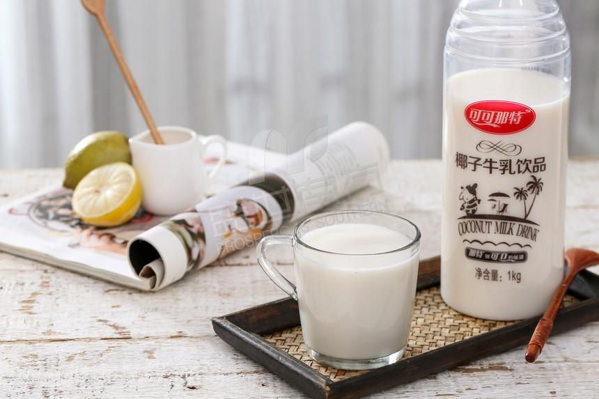 椰子牛乳饮品
