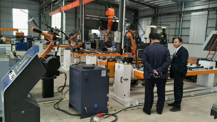 参观焊接机器人.jpg