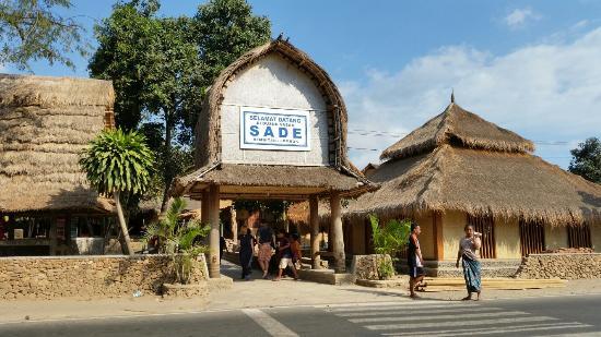 Desa-Sade-Suku-Sasak.jpg