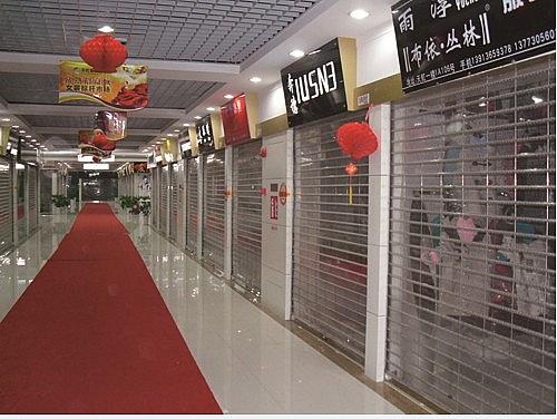 重庆水晶卷帘门门店安装