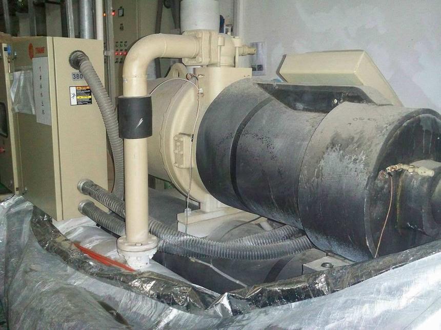 冷水机维修.jpg