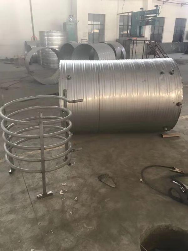 圆形保温水箱与加热盘管.jpg