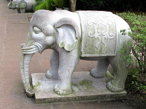 六牙石雕大象.jpg