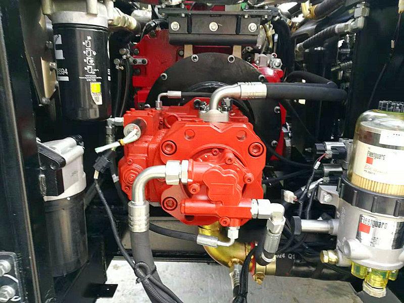 进口液压系统进口双泵液压系统提供充足的压力,确保实现极佳的挖掘性能和生产率。