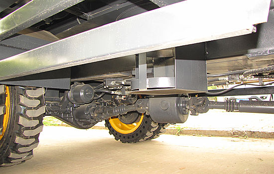 宝鼎轮式挖掘机采用8吨工程专用桥