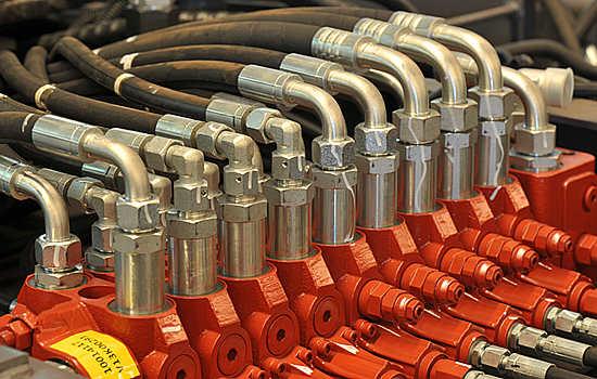 宝鼎轮式挖掘机采用进口液压系统