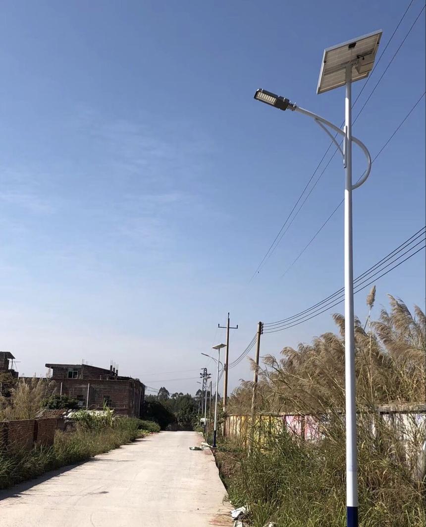 太陽能路燈配6米桿.png