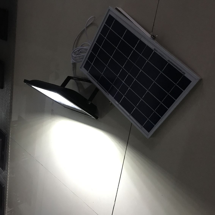 太陽能投光燈 (1).png