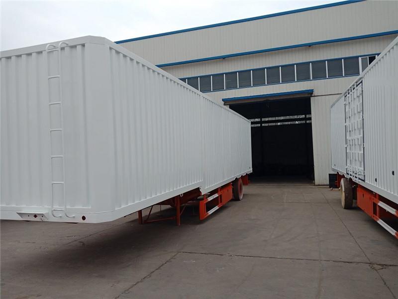 集装箱运输半挂车