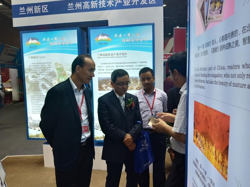 林和集团董事长陪同兰州副市长刘荣调研兰州展区.jpg