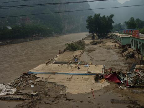 洪水漫溢后的村莊.jpg