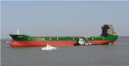 江西华东船业24000吨集装箱船顺利下水