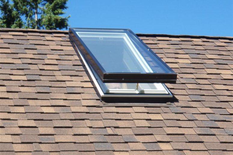Toronto-Roofing-Venting-skylight-775x517.jpg