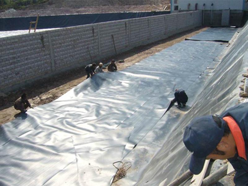 土工膜焊接施工现场
