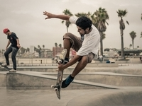 Extreme-sports-street-skateboarding-city_2560x1920
