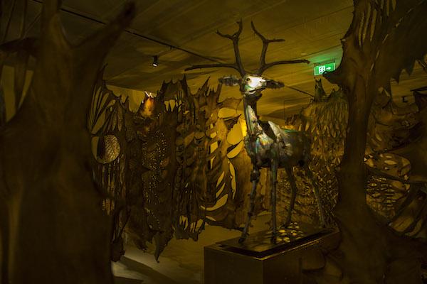 《刀的影子-素色的面孔》密林中的《奇珍-五色鹿》.JPG