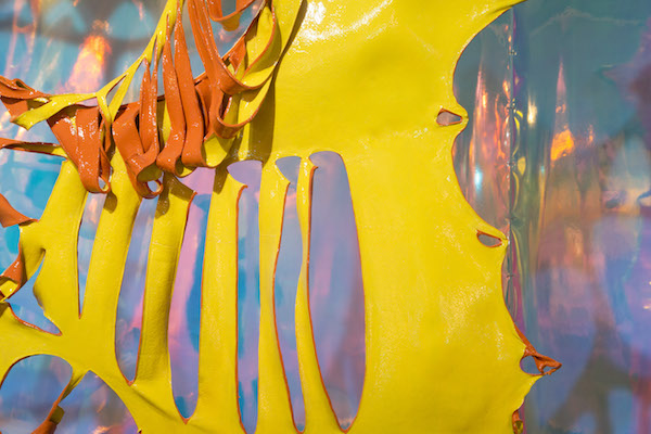《面具》 (局部)邬建安  水牛皮,烤漆,丙烯   每件约 260x10x280cm,2018     8.JPG