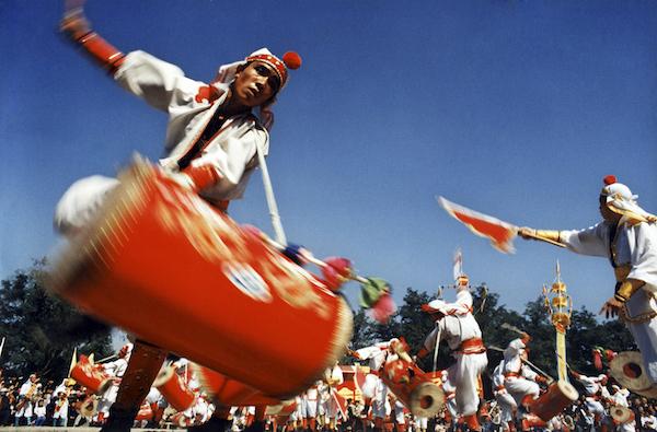 《普天同庆》1986年摄于北京龙潭庙会李云鸿摄影.jpg