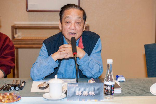 著名艺术家韩美林在学术研讨会上发表讲话.jpg